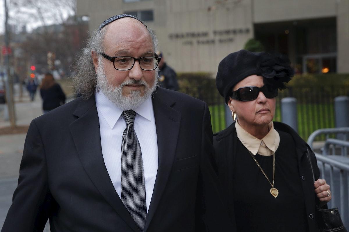 بولارد أمام المحكمة الجزئية الأمريكية بصحبة زوجته إلين زيتز، مانهاتن (نيويورك) - REUTERS