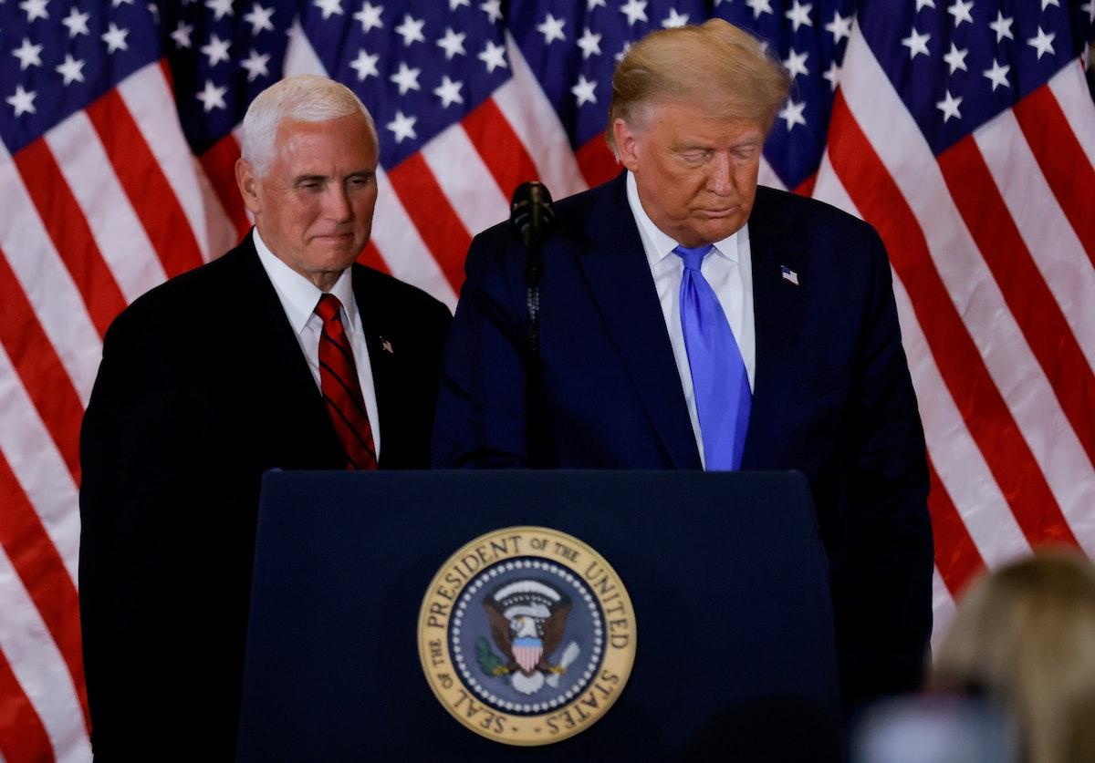 الرئيس الأميركي دونالد ترمب مع نائبه مايك بنس في واشنطن - REUTERS