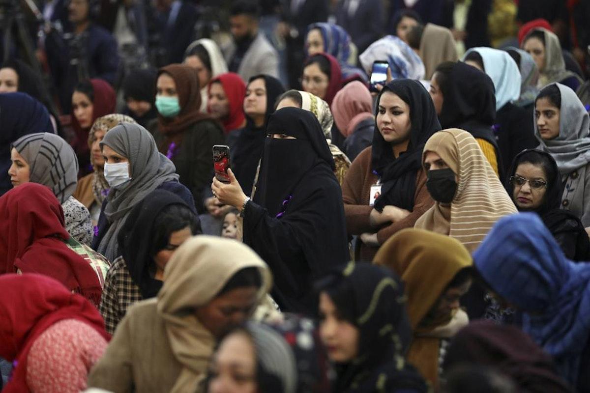 أفغانيات يشاركن في احتفال باليوم العالمي للمرأة في كابول - 7 مارس 2021 - AP