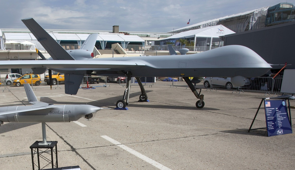 """طائرة أميركية مسيّرة من طراز """"إم كيوـ9 ريبر""""، خلال معرض في باريس - 18 يونيو 2013 - Bloomberg"""