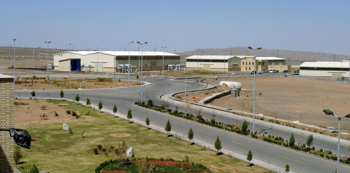صورة تُظهر جانباً من منشأة نطنز النووية على بعد 250 كيلو متراً جنوب العاصمة الإيرانية طهران - 30 مارس 2005 - REUTERS