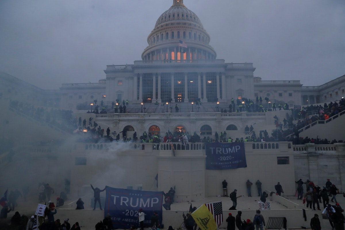 أنصار الرئيس الأميركي دونالد ترمب أمام مبنى الكابيتول في واشنطن، 6 يناير 2021 - REUTERS