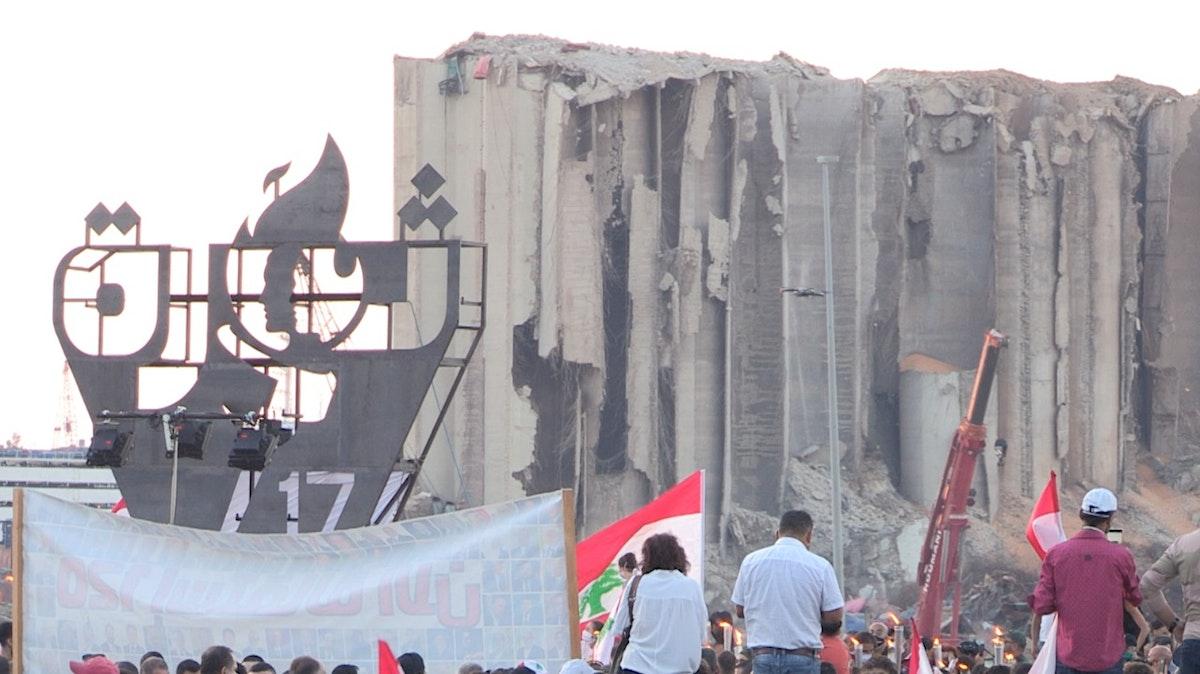 متظاهرون أمام مرفأ بيروت - 17 أكتوبر 2020 -