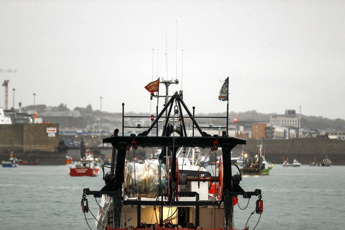 قوارب صيد فرنسية أثناء احتجاج قبالة جزيرة جيرسي البريطانية - 6 مايو 2021 - AFP