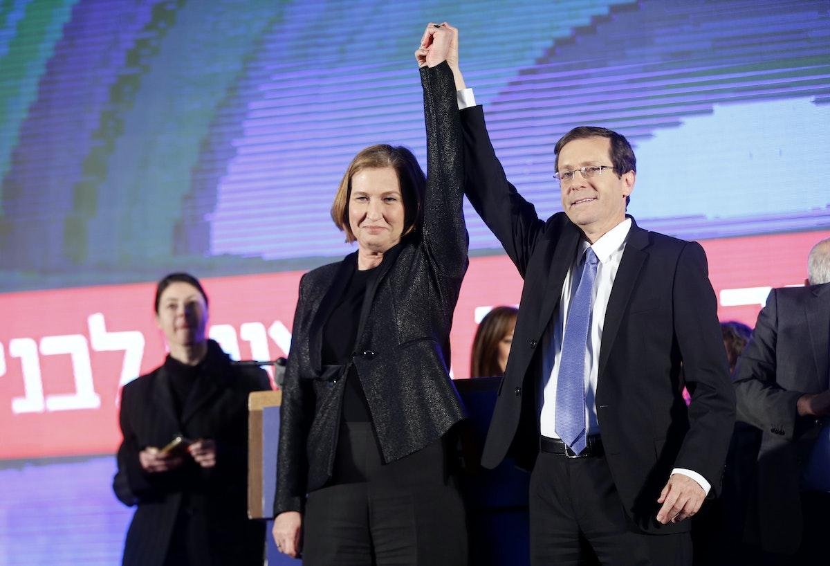 هرتسوغ وليفني خلال مؤتمر انتخابي في تل أبيب- 18 مارس 2015 - REUTERS