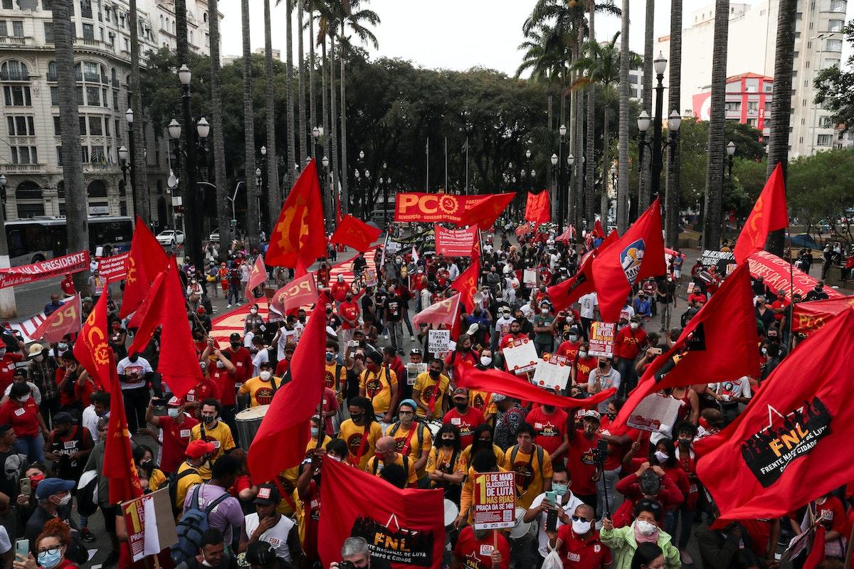 عمال يتظاهرون ضد بولسونارو خلال عيد العمال في ساو باولو - 1 مايو 2021 - REUTERS