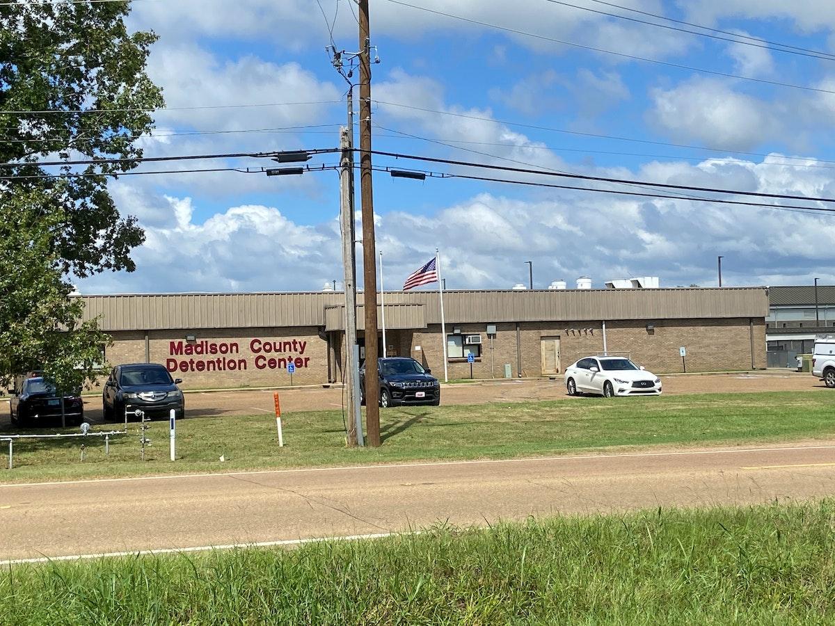 مركز احتجاز مقاطعة ماديسون حيث لقي الشاب هارفي هيل حتفه. - REUTERS