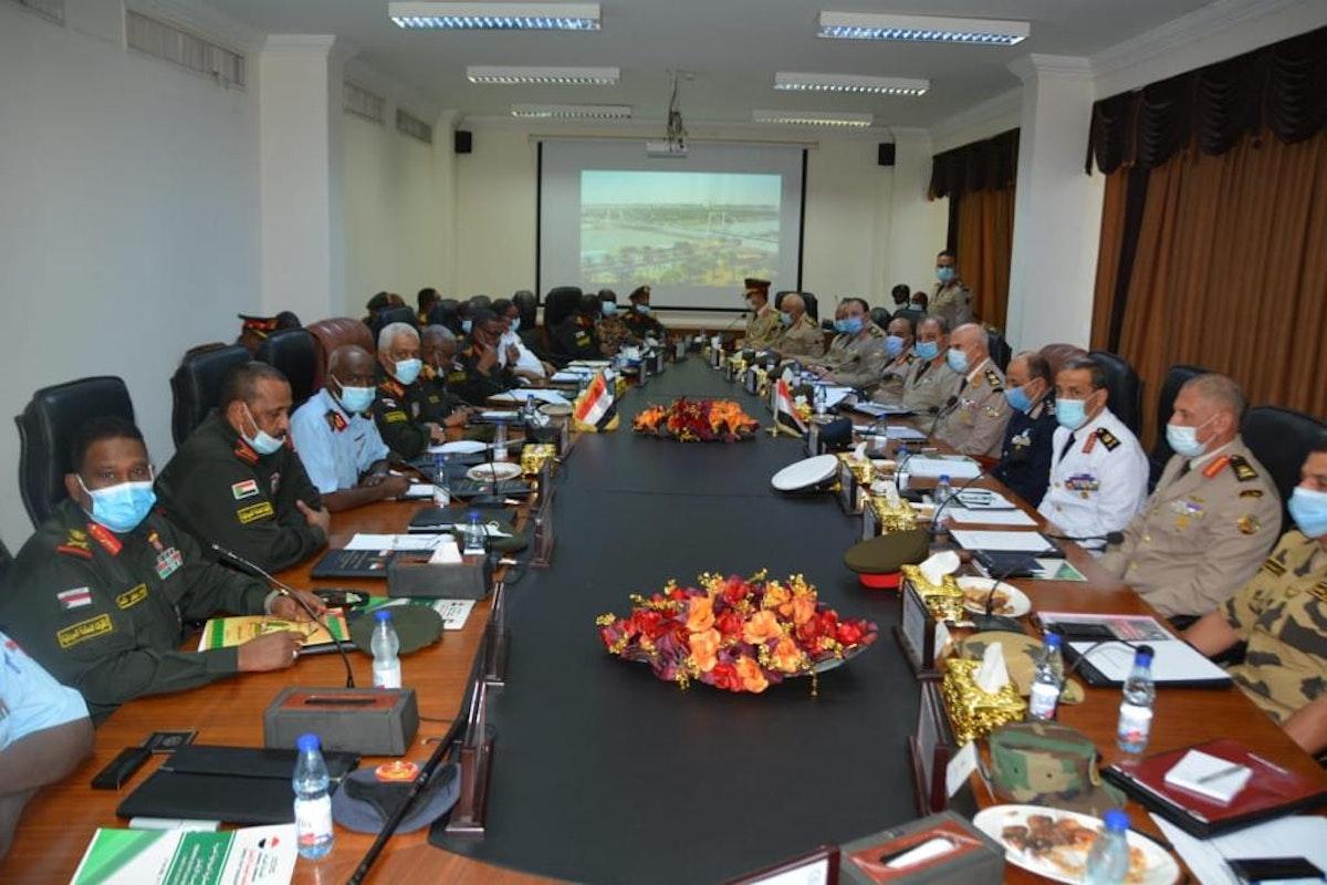 جانب من اجتماع قادة الأفرع الرئيسة في الجيشين المصري والسوداني - الصفحة الرسمية للمتحدث العسكري للقوات المسلحة المصرية