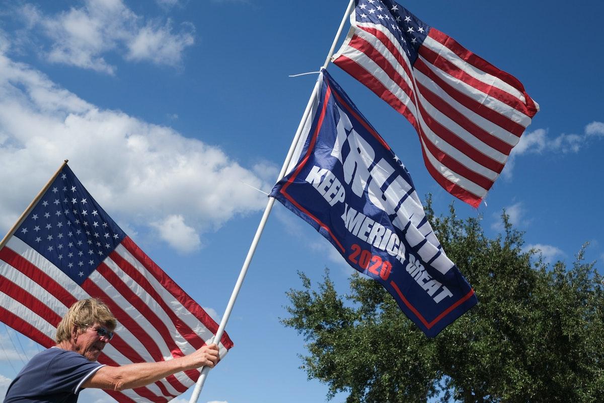 أنصار الرئيس الأميركي دونالد ترمب في استقباله بولاية فلوريدا - REUTERS