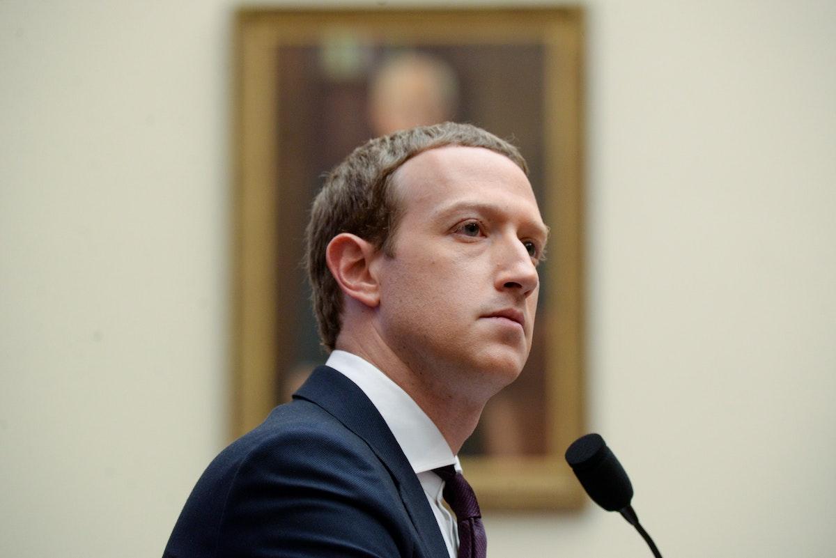 رئيس مجلس إدارة فيسبوك مارك زوكربيرغ يدلي بشهادته في جلسة استماع للجنة الخدمات المالية بمجلس النواب الأميركي في واشنطن، يناير 2021 - REUTERS