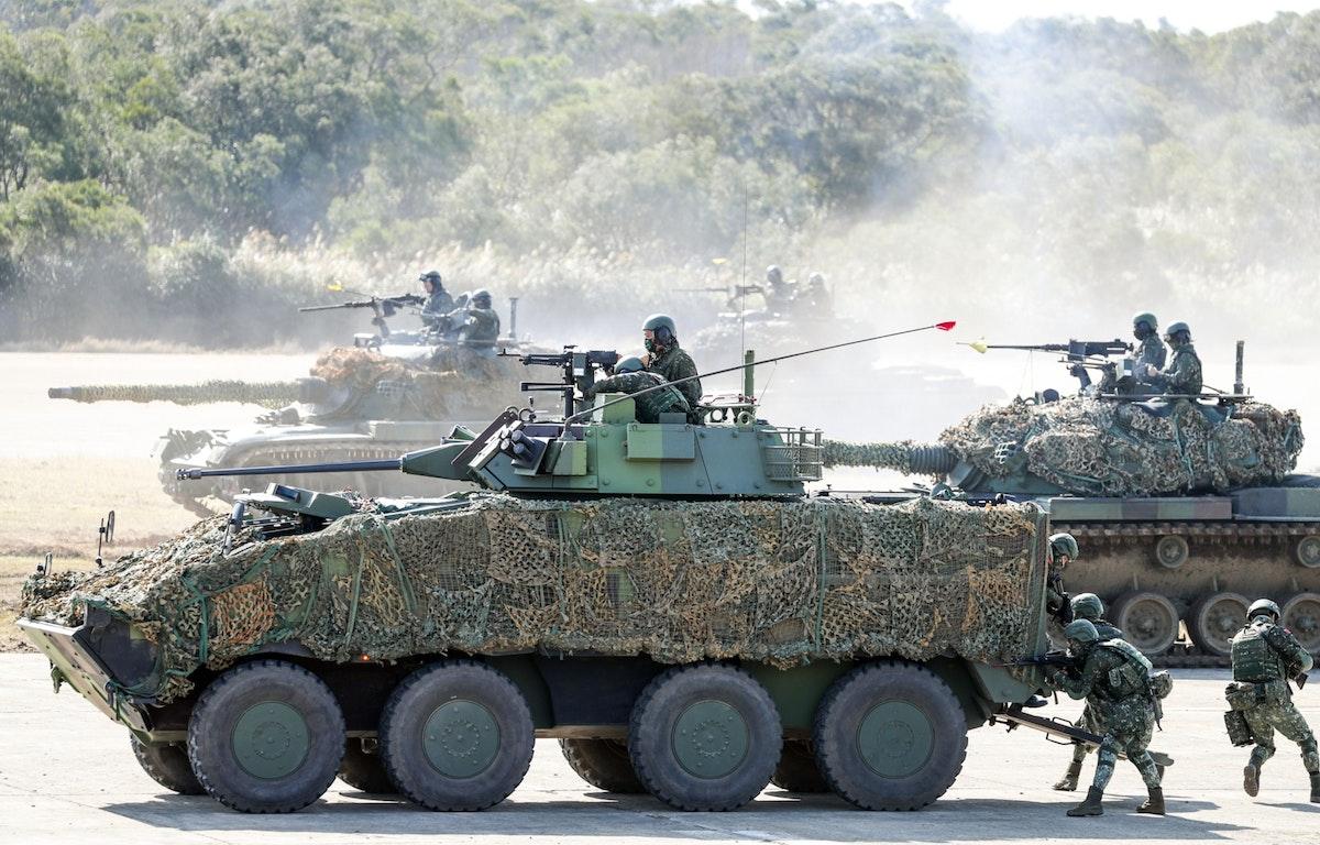 قوات تايوانية تنفذ مناورات عسكرية في مقاطعة هسينشو - 19 يناير 2021 - Bloomberg