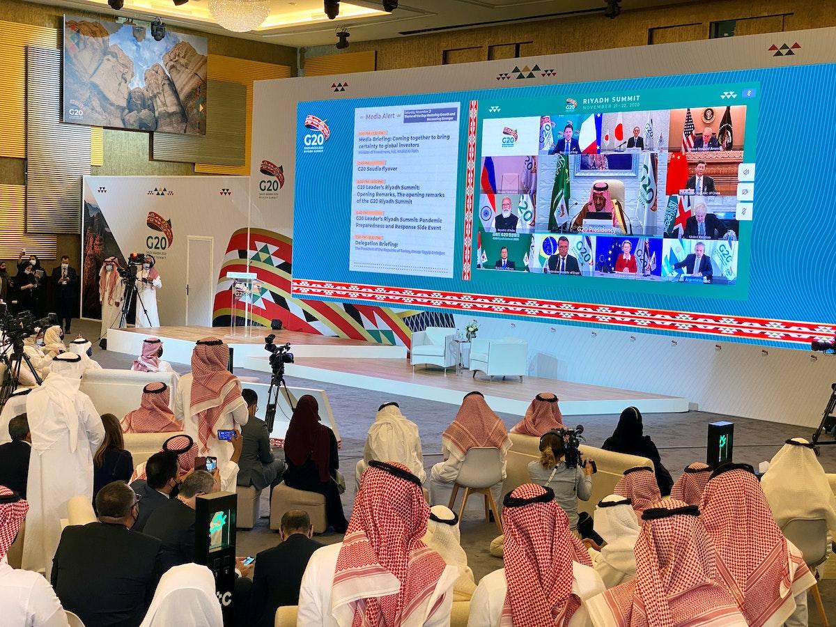 الملك سلمان بن عبد العزيز يخاطب الدورة الـ15 لقمة مجموعة العشرين في الرياض- 21 نوفمبر 2020 - REUTERS