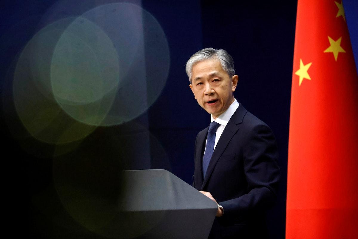 المتحدث باسم وزارة الخارجية الصينية وانغ وين بين خلال مؤتمر صحافي في بكين، 14 ديسمبر 2020 - REUTERS