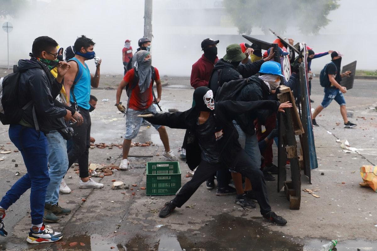 صدامات بين محتجين والشرطة في كالي - 3 مايو 2021 - REUTERS