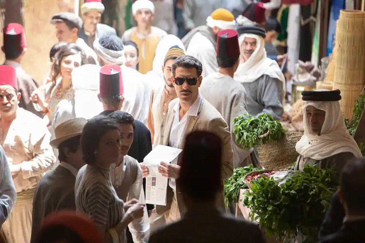 """مشهد من الموسم الأول من مسلسل """"الجاسوس"""" على منصة نتفلكس بطولة ساشا بارون كوهين - Netflix"""