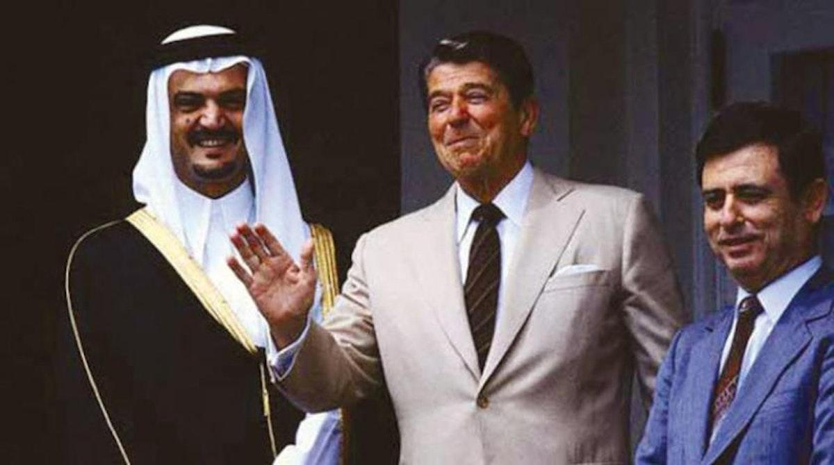 الرئيس الأميركي الراحل رونالد ريغان ووزير الخارجية السعودي الراحل الأمير سعود الفيصل ووزير الخارجية السوري الراحل عبد الحليم خدام في البيت الأبيض بواشنطن عام 1982- الشرق الأوسط