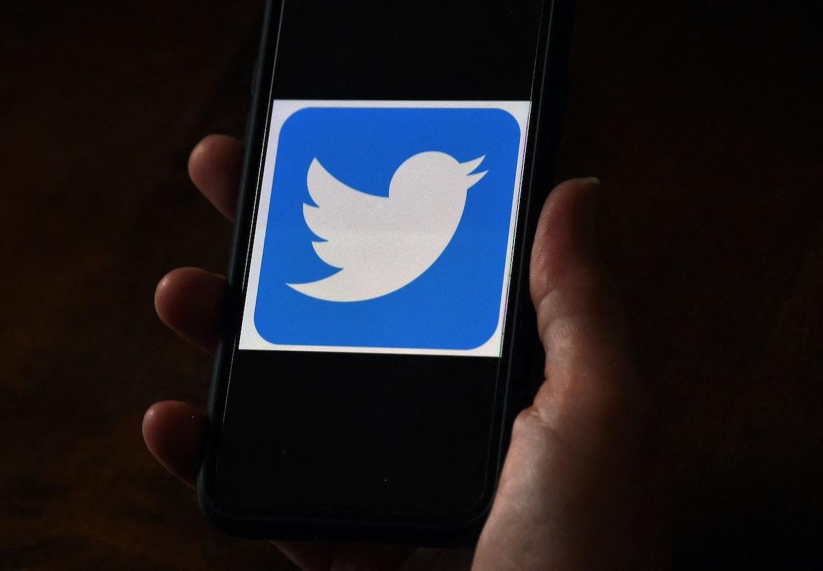 شعار تويتر على شاشة هاتف ذكي - AFP