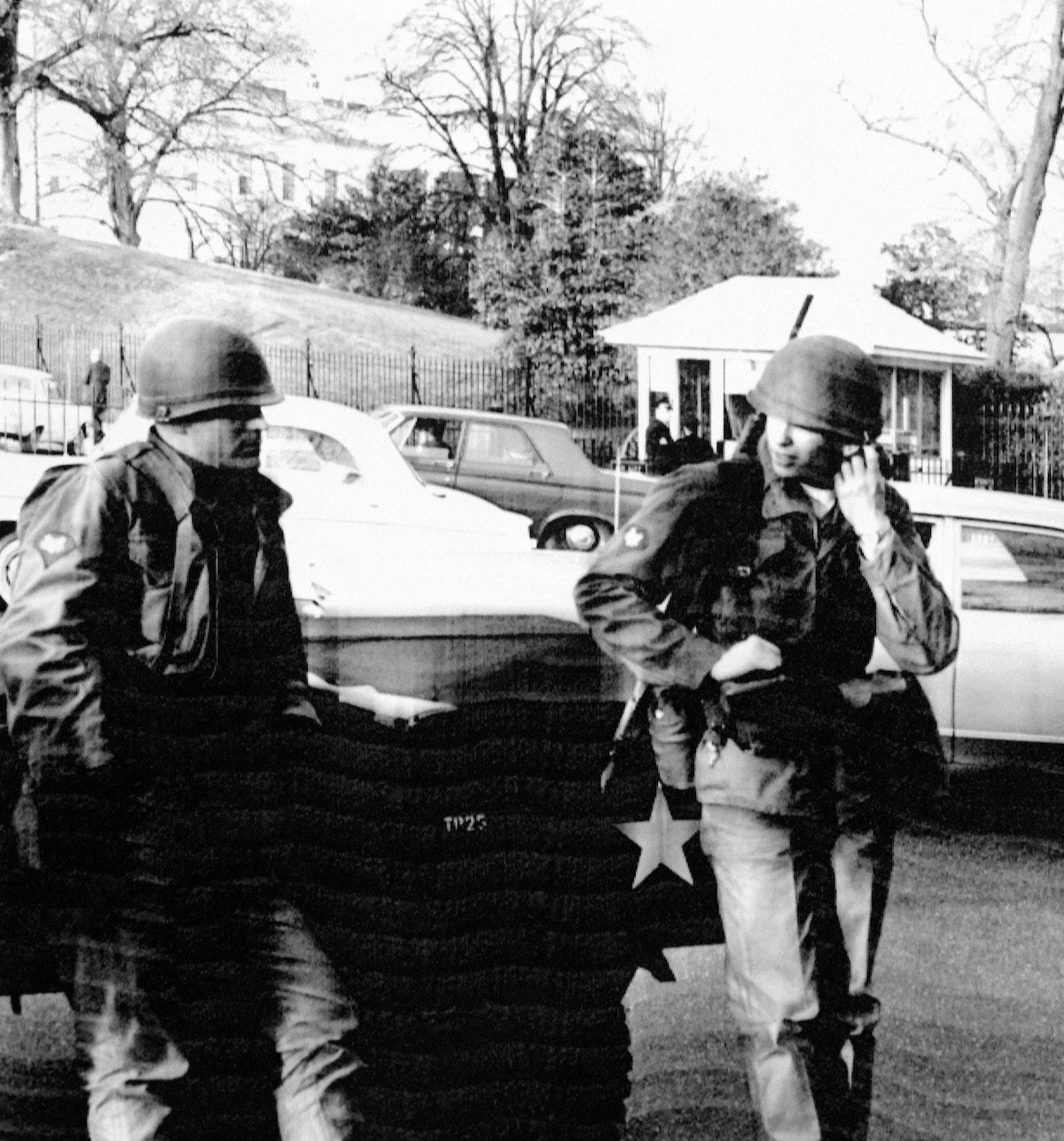 جنديان أميركيان في قوة الحماية لمبنى الكابيتول. 6 مايو 1969 - AFP