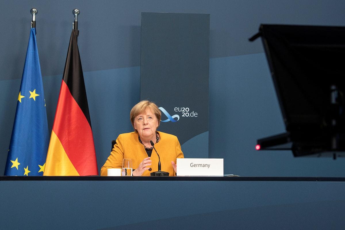 المستشارة الألمانية أنغيلا ميركل تلقي كلمة في فعاليات قمة قادة دول مجموعة العشرين - via REUTERS