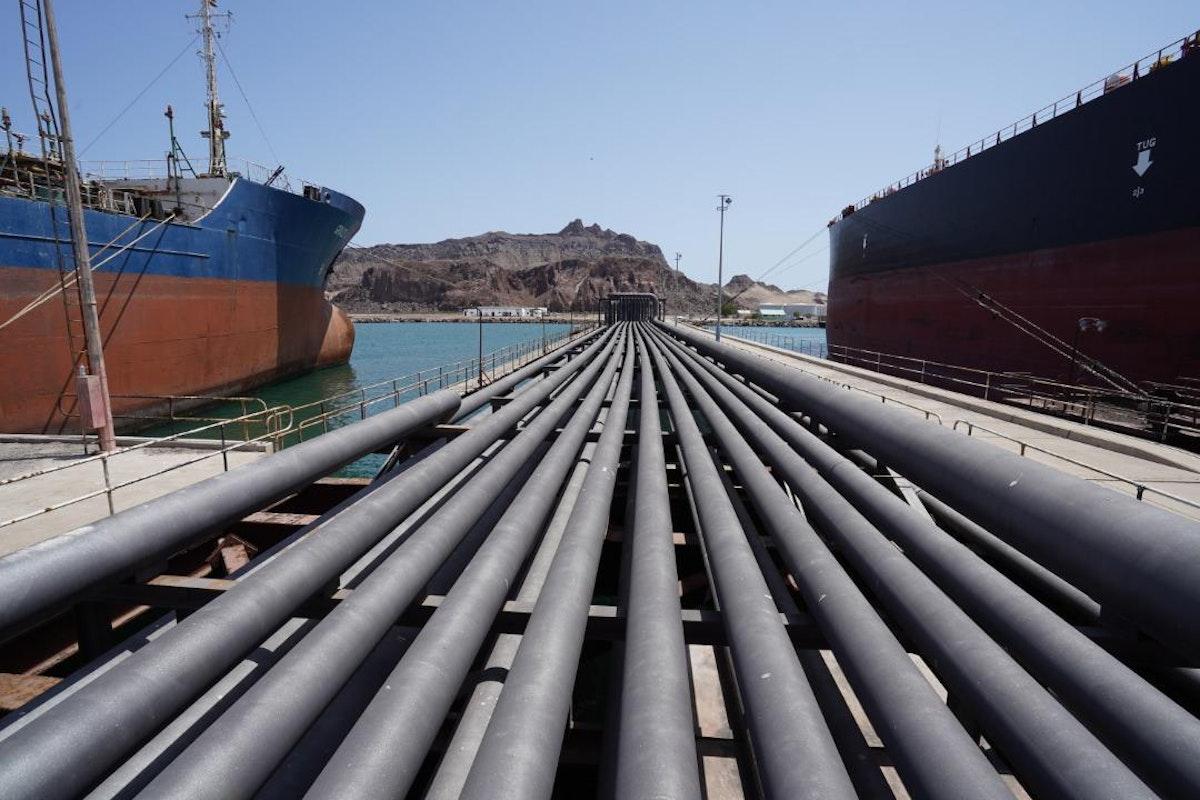 خطوط الإمداد الخاصة بنقل المشتقات النفطية في ميناء عدن - البرنامج السعودي لتنمية وإعمار اليمن