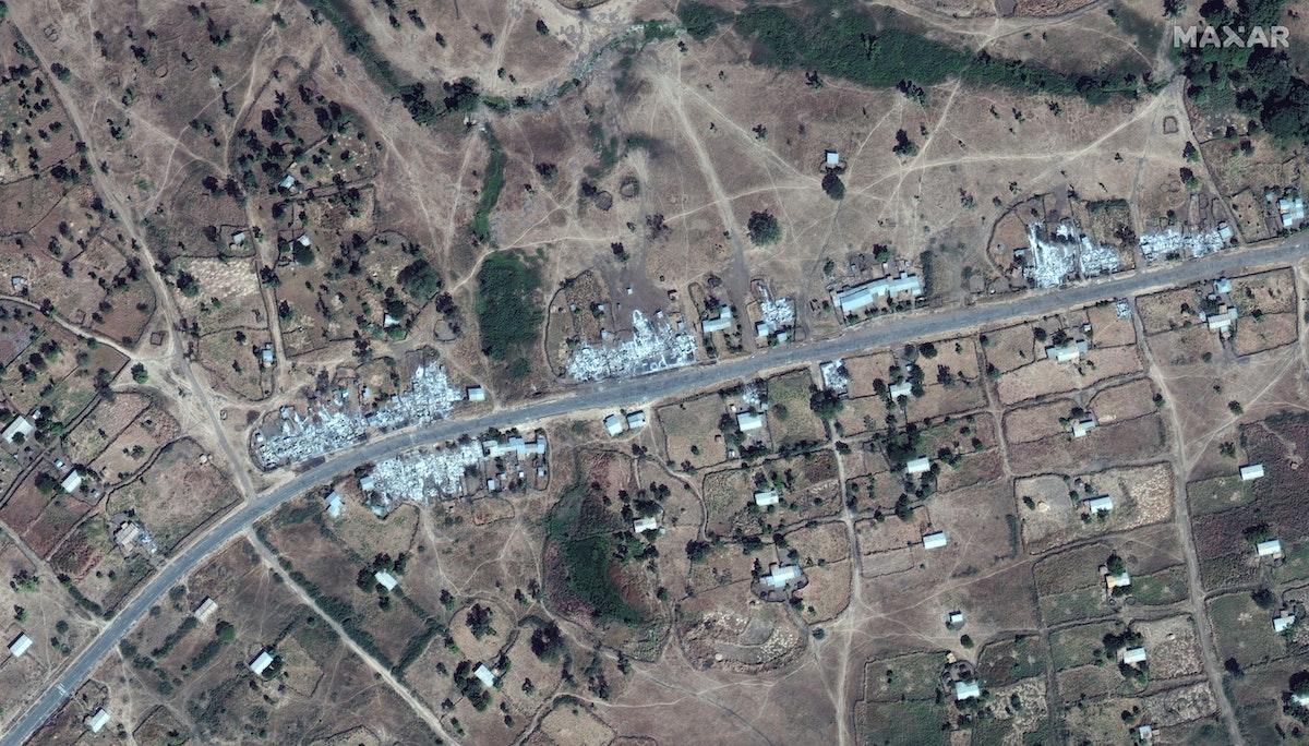 صورة بالأقمار الصناعية للمباني المدمرة بالقرب من مطار دانشا، شمال إثيوبيا - REUTERS