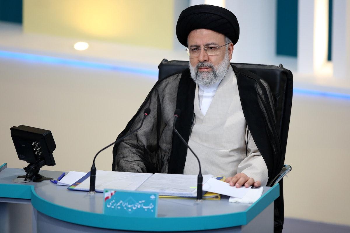 المرشح الرئاسي إبراهيم رئيسي أثناء المناظرة في طهران - 8 يونيو 2021 - REUTERS