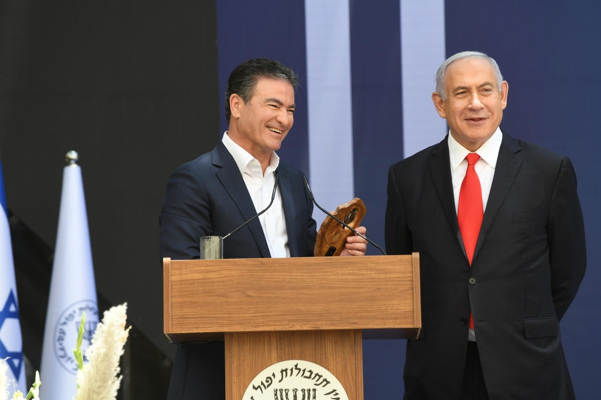"""نتنياهو يمنح كوهين """"جائزة رئيس الوزراء لعمليات الموساد"""" -24مايو 2021- @IsraeliPM"""