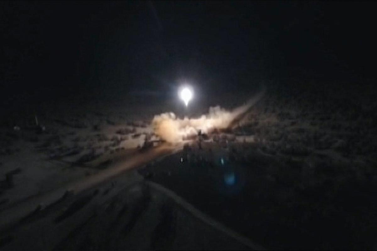 صواريخ استهدفت قاعدة أميركية في العراق 8 أبريل 2020 - AFP