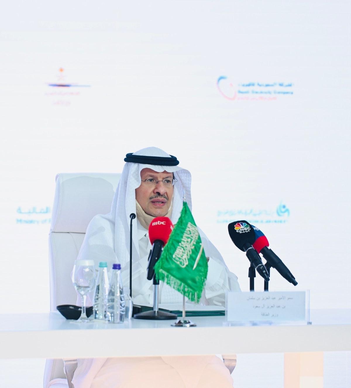 وزير الطاقة السعودي الأمير عبدالعزيز بن سلمان خلال مؤتمر صحافي للإعلان عن إصلاحات هيكلية وتنظيمية ومالية لقطاع الكهرباء - وزارة الطاقة السعودية