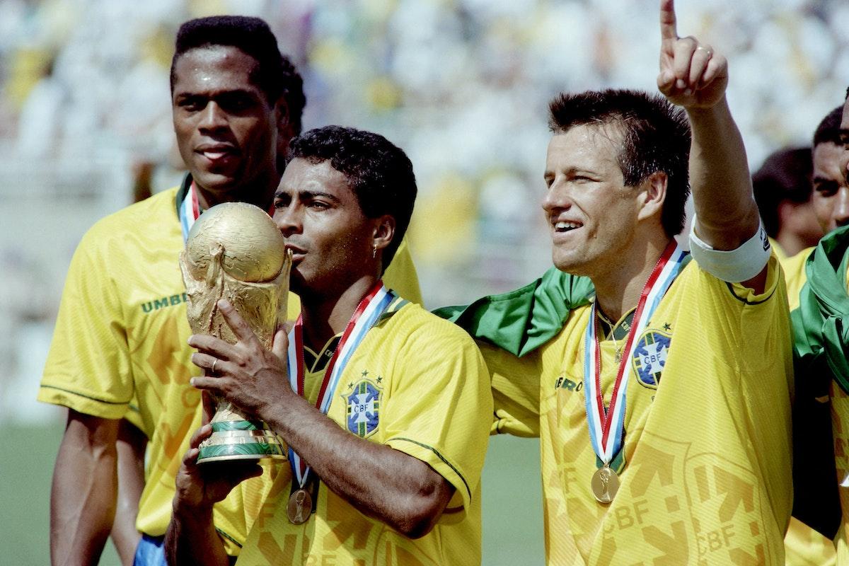 روماريو يحتفل بلقب كأس العالم 1994 - AFP