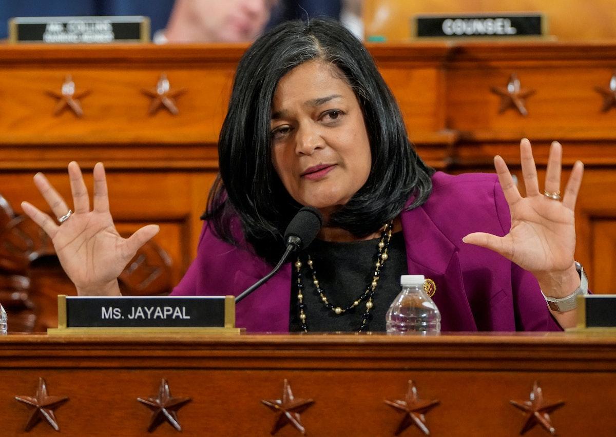 النائب الديمقراطية براميلا جايابال خلال جلسة للجنة القضاء في مجلس النواب الأميركي بواشنطن - 12 ديسمبر 2019 - REUTERS