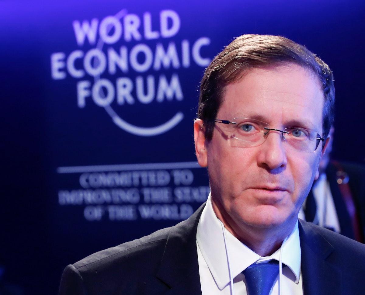 هرتسوغ خلال مشاركته في الاجتماع السنوي للمنتدى الاقتصادي العالمي في دافوس- 25 يناير 2018 - REUTERS