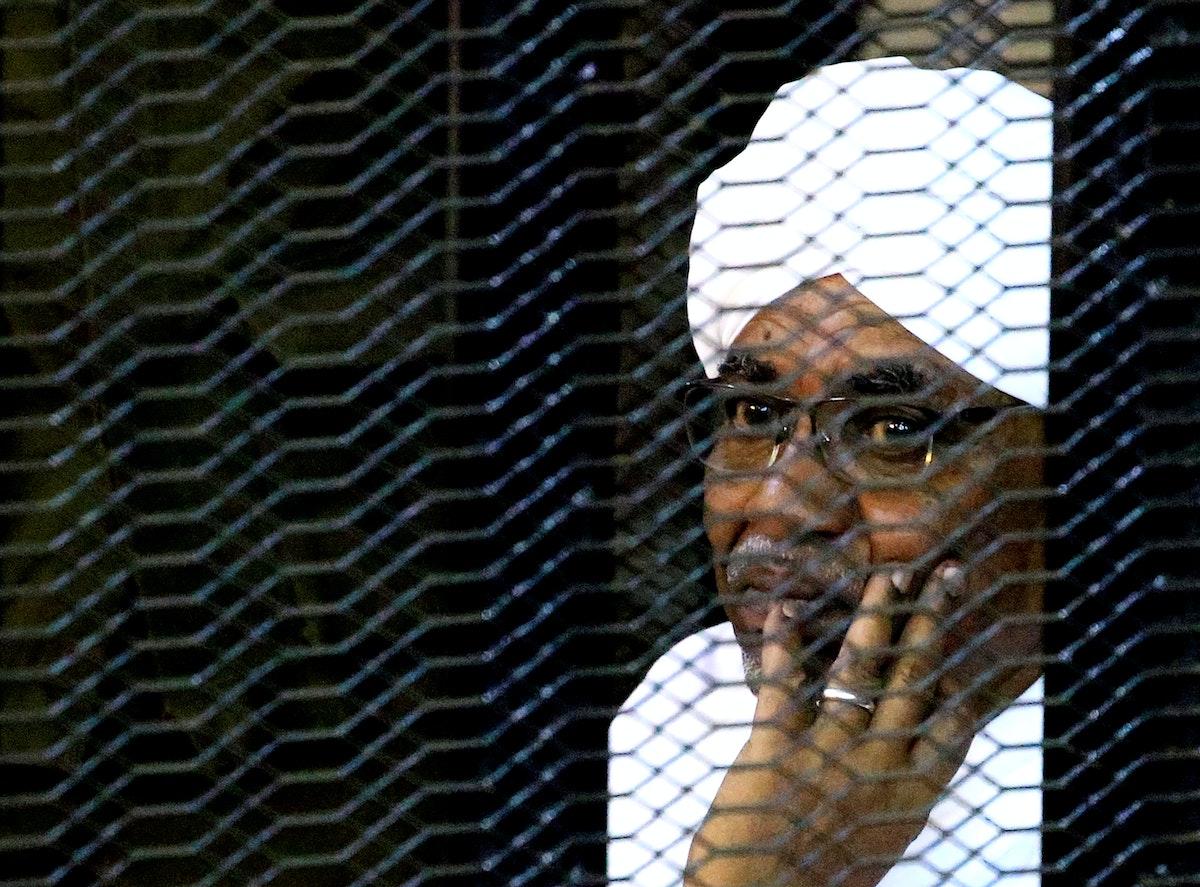 الرئيس السوداني السابق عمر البشير في المحكمة بالخرطوم - REUTERS