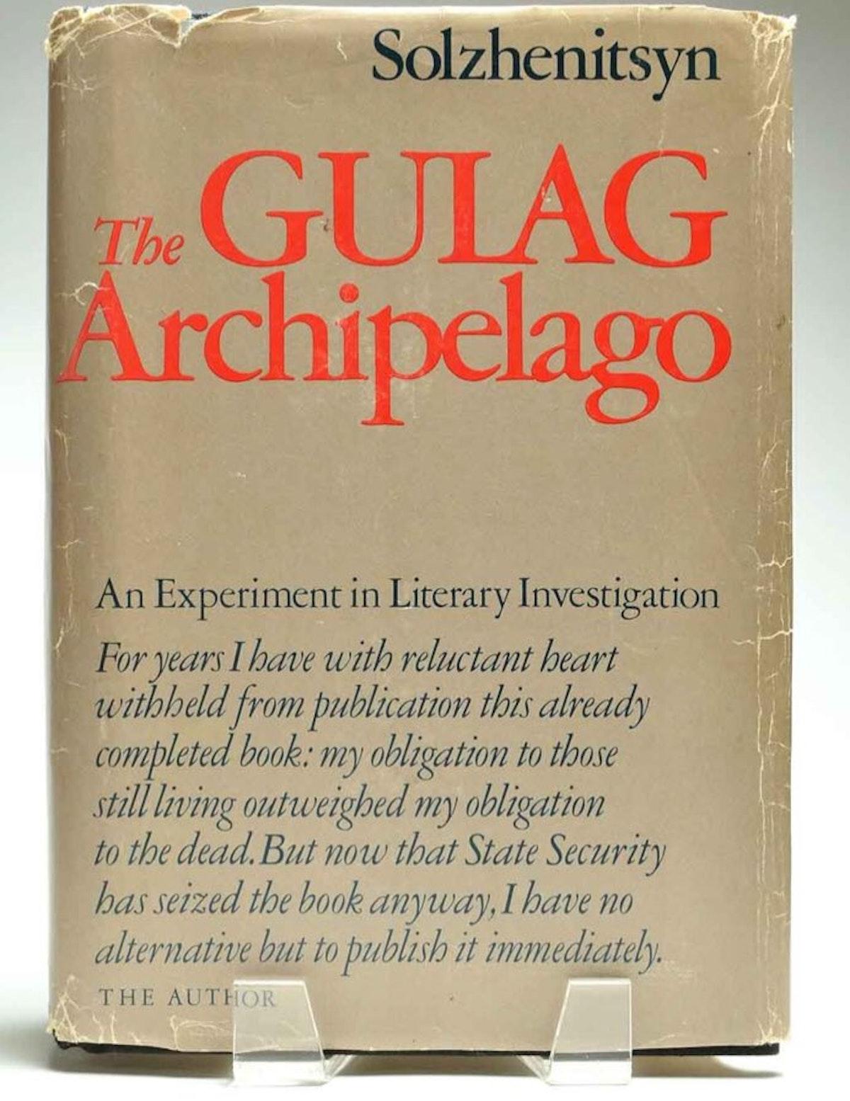 """غلاف رواية """"أرخبيل الغولاغ"""" للكاتب الروسي ألكسندر سولجينتسين - Twitter/@chambleebrandel"""