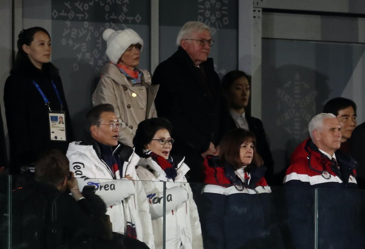 كيم يو جونغ (أقصى اليسار)،ونائب الرئيس الأميركي مايك بنس (أقصى اليمين) خلال دورة الألعاب الأولمبية الشتوية في مدينة بيونغتشانغ الكورية الجنوبية - 9 فبراير 2018 - REUTERS