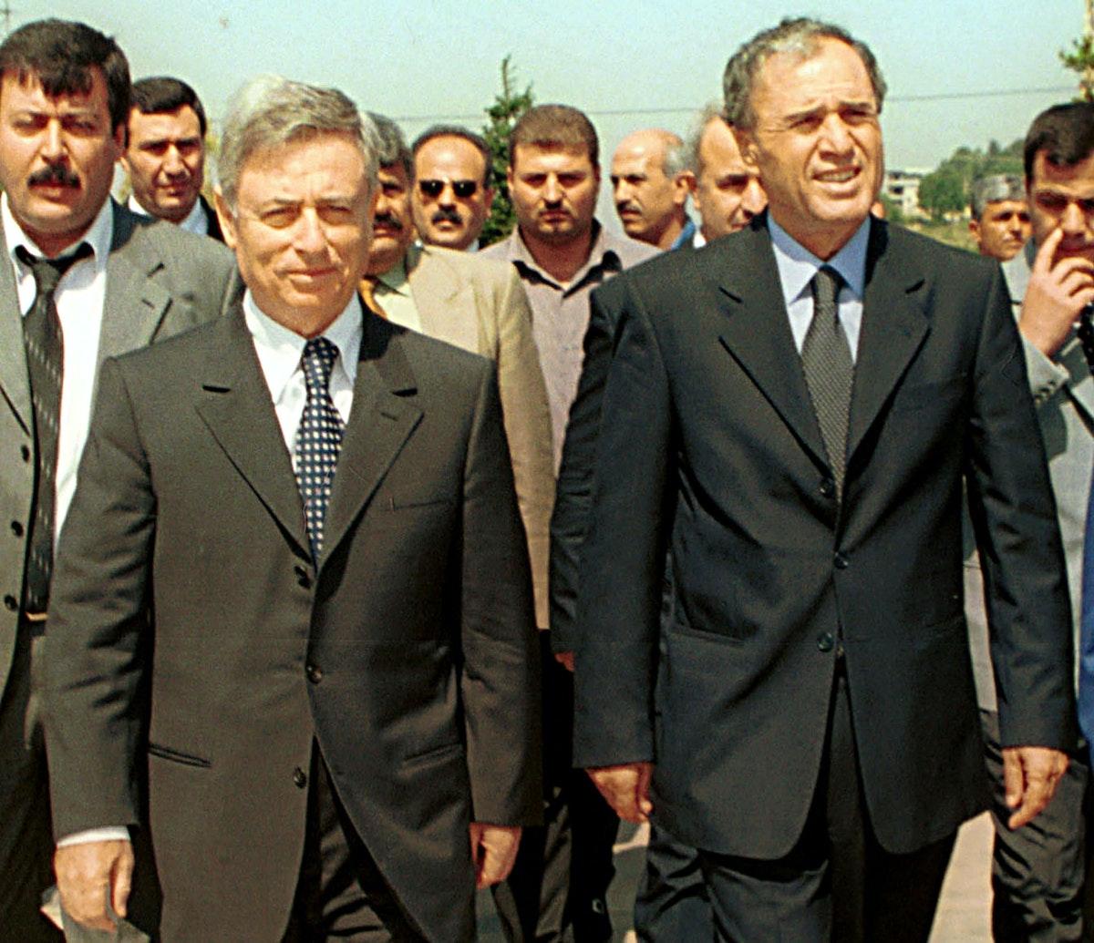 نائب الرئيس السوري السابق عبد الحليم خدام ورئيس الاستخبارات السورية السابق في لبنان غازي كنعان في طرابلس- 3 يونيو 2001 - REUTERS