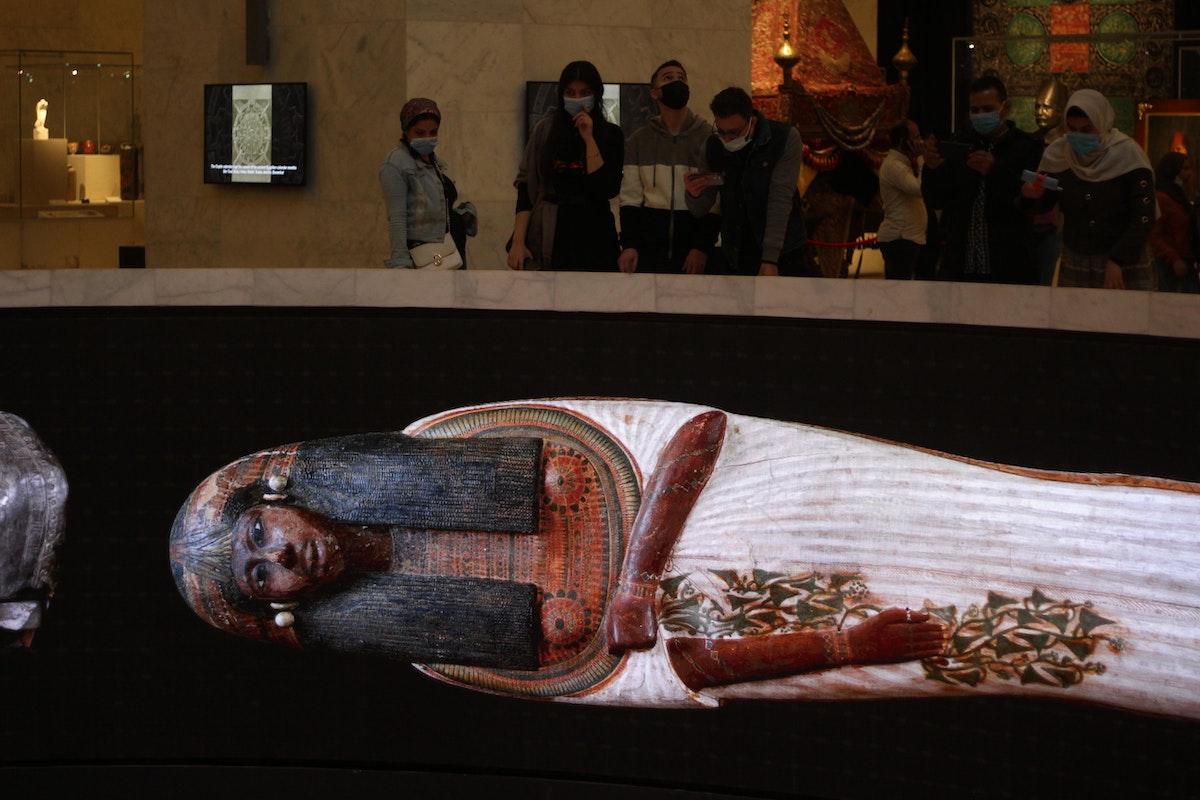 مومياء فرعونية معروضة في أحد أروقة المتحف القومي الجديد للحضارة المصرية - الشرق