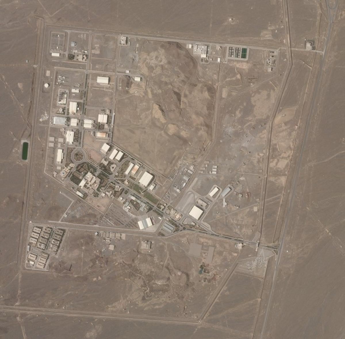 """صورة بالقمر الصناعي من شركة """"بلانيت لابز"""" تظهر منشأة نطنز النووية الإيرانية - 7 أبريل 2021 - AP"""
