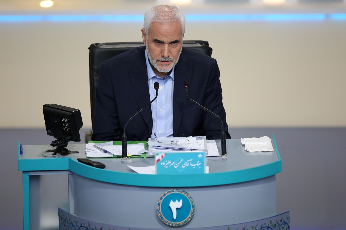 المرشح الرئاسي محسن مهر علي زاده خلال المناظرة في طهران - 8 يونيو 2021 - REUTERS