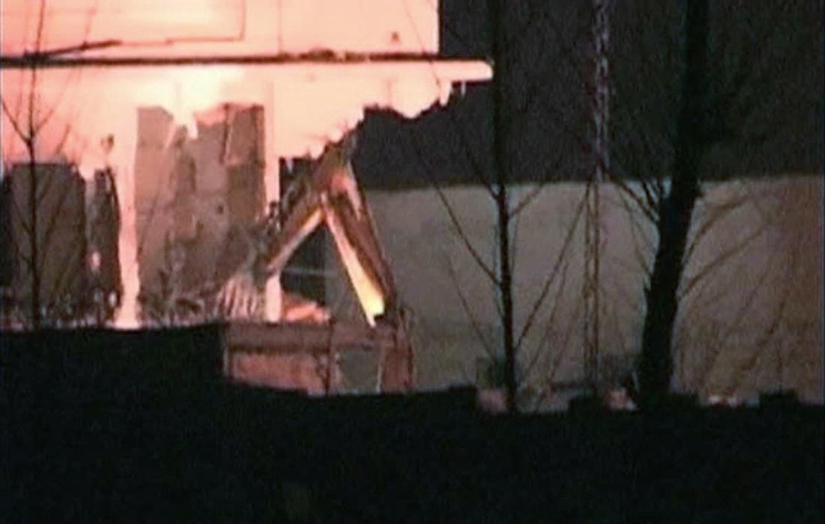 صورة ثابتة من فيديو تظهرأعمال هدم للمبنى الذي قتل فيه زعيم القاعدة أسامة بن لادن على يد القوات الأميركية الخاصة في مايو 2011، في أبوت آباد، باكستان- Reuters
