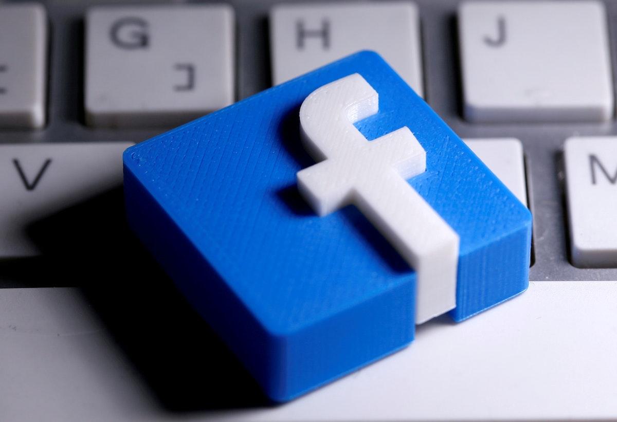 شعار موقع فيسبوك - REUTERS