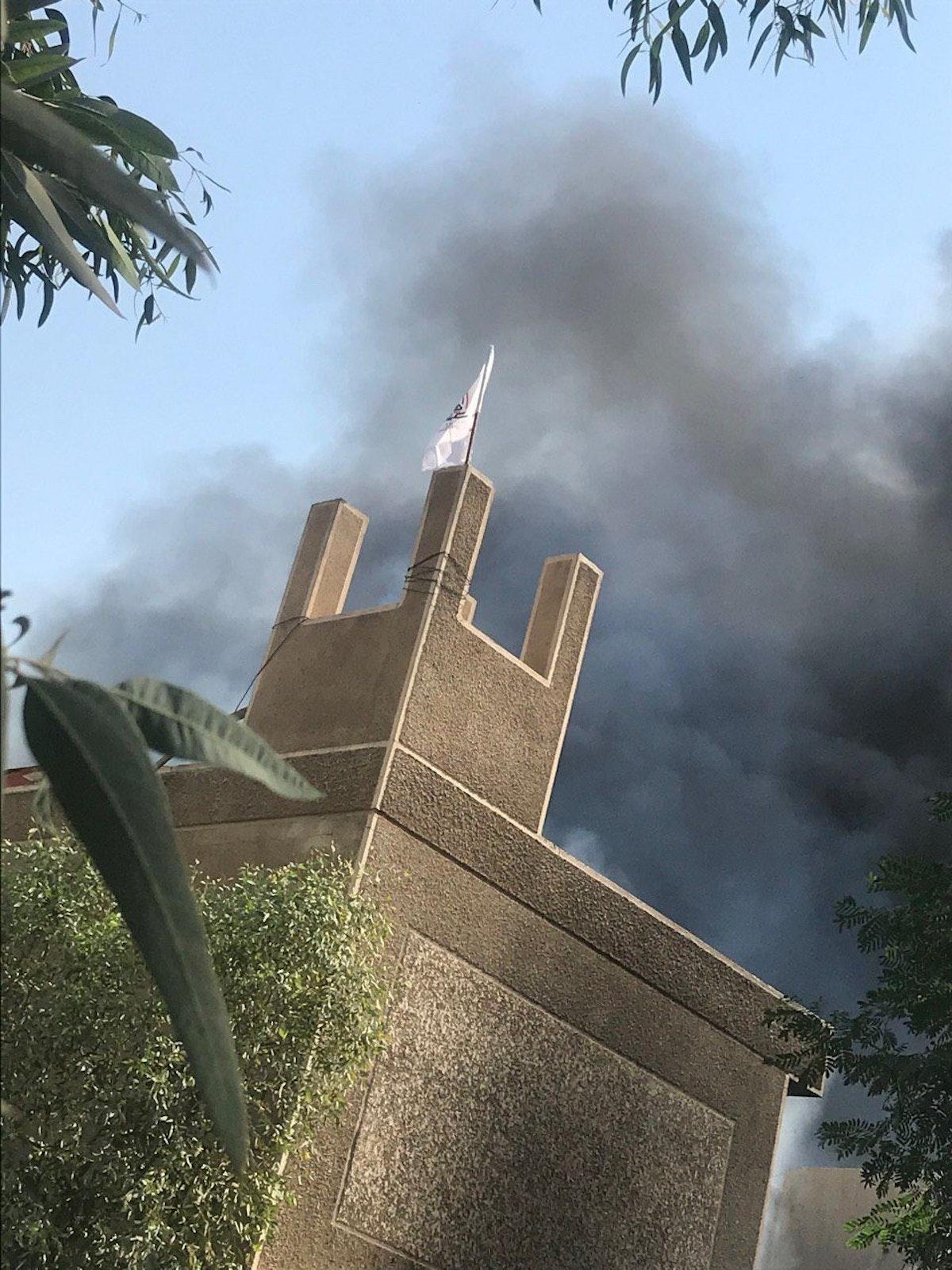إضرام النار بمقر الحزب الديمقراطي الكردستاني ورفع علم