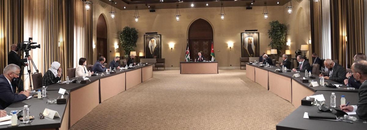 ملك الأردن عبد الله الثاني خلال لقائه شخصيات سياسية - 08 يونيو 2021 - - twitter@RHCJO