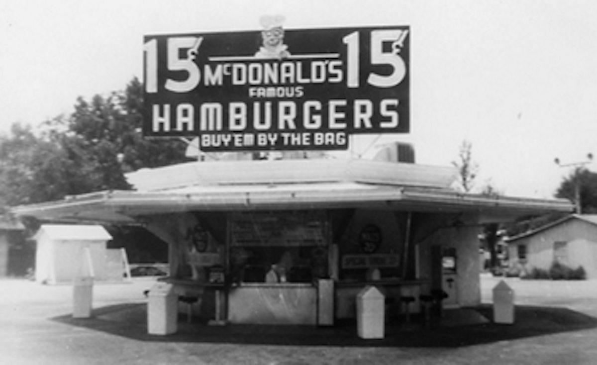 مطعم ماكدونالدز لركاب السيارات عام 1948 - McDonald's