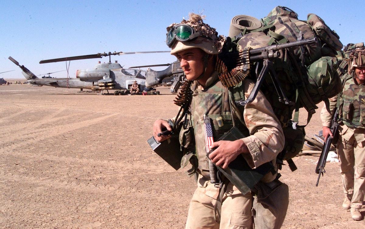 جندي من القوات الخاصة الأميركية في قاعدة أميركية جنوب أفغانستان 26 نوفمبر 2001 - AFP