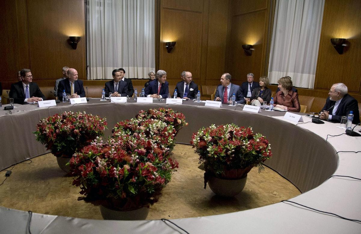 جانب من مفاوضات الاتفاق النووي مع إيران في جنيف عام 2014 - REUTERS
