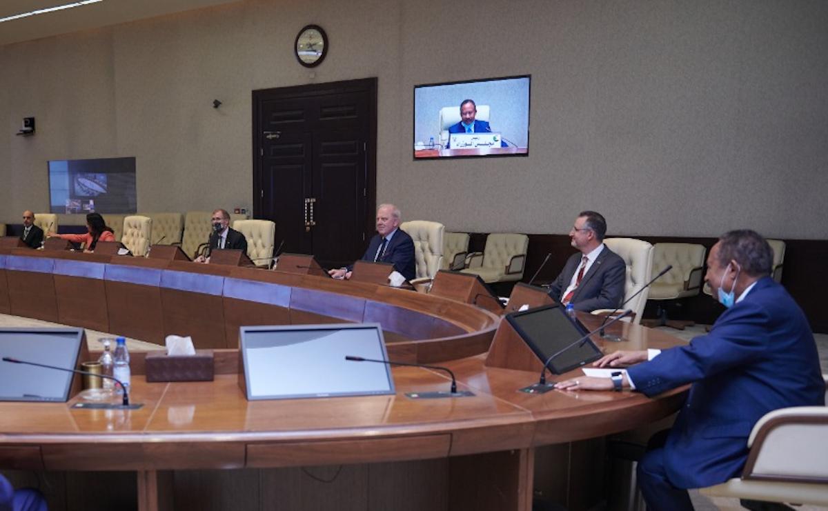اجتماع مشترك بين مجلس الوزراء السوداني وممثلي الشركتين الأميركيتين  - وكالة الأنباء السودانية
