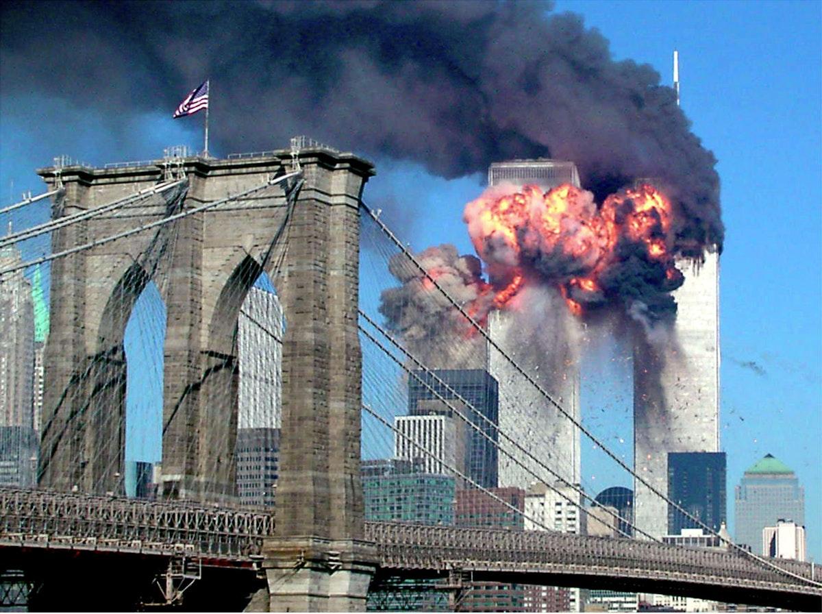 البرج الثاني لمركز التجارة العالمي الذي اشتعلت فيه النيران بعد اصطدام طائرة به في نيويورك 11سبتمبر 2001 - REUTERS