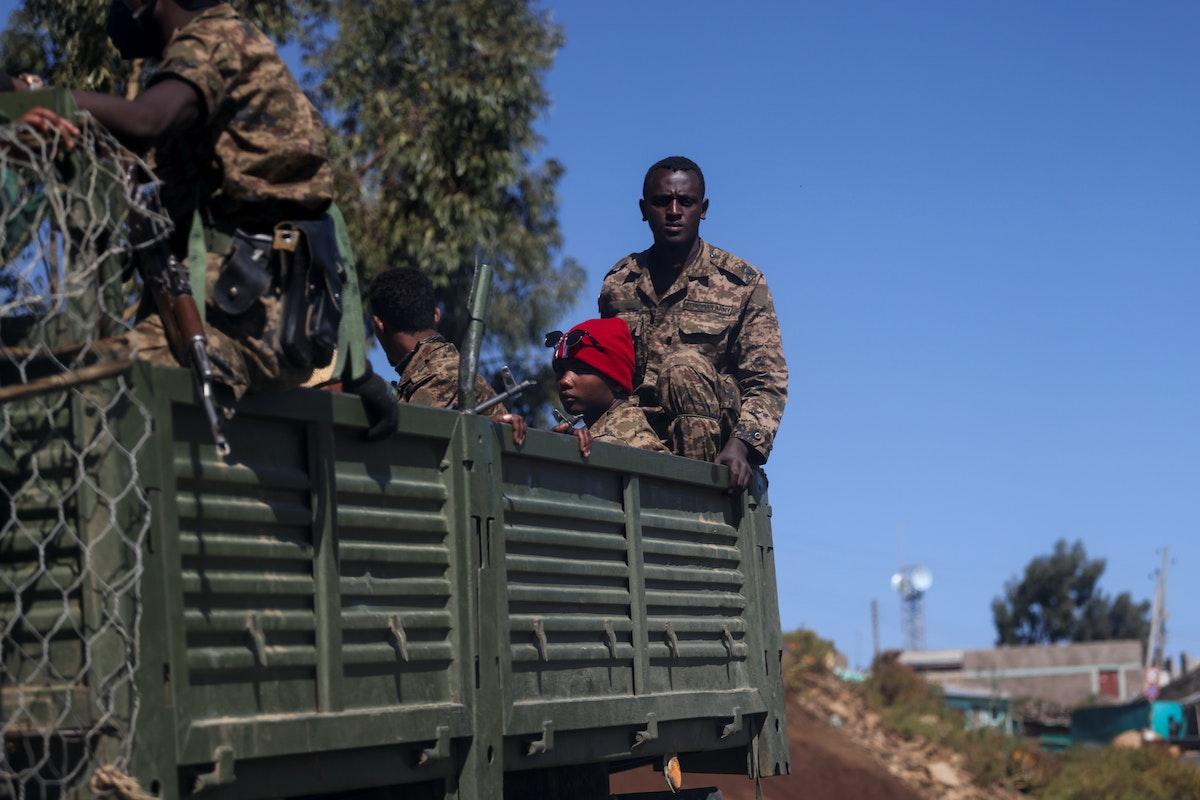 جنود إثيوبيون على متن شاحنة في إقليم تيغراي، 18 مارس 2021- REUTERS
