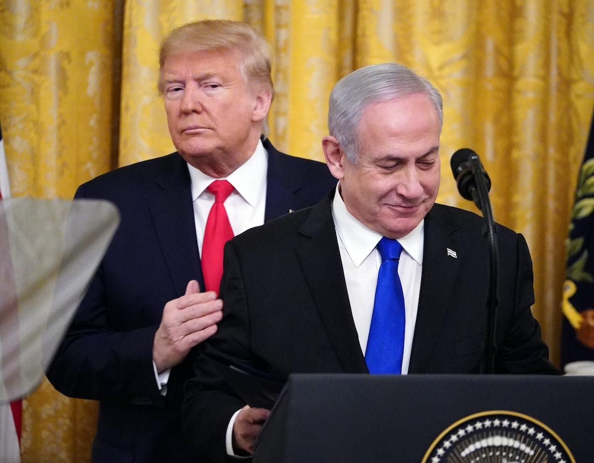 الرئيس الأميركي دونالد ترمب ورئيس الوزراء الإسرائيلي بنيامين نتنياهو خلال إعلان